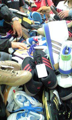 090517_1359~靴の山.jpg