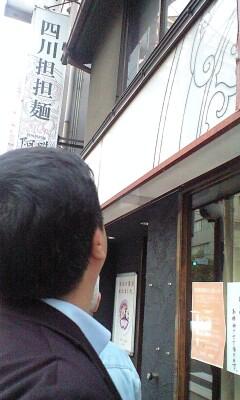090519_1812~阿吽を見上げる開店前.jpg