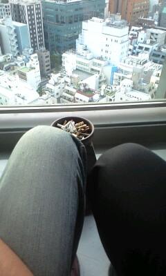090710_1750~膝を突き合わせて喫煙.jpg